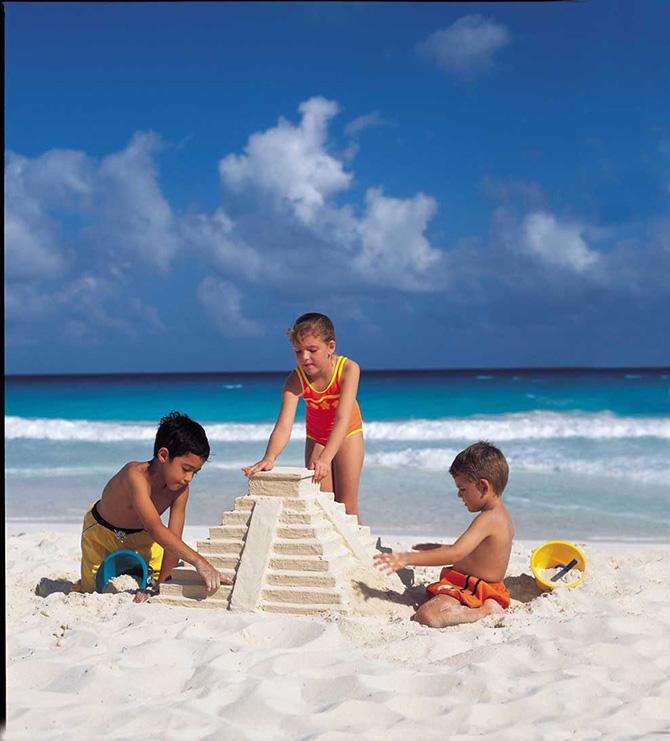 εξοπλισμός για την παραλία, παιχνιδια για παιδια στην παραλια, προστασία από τον ήλιο για τα παιδιά, εξοπλισμός παραλίας, τι να παρω στην παραλια, τι πρεπει να παρω στην παραλια, παιδια στην παραλια